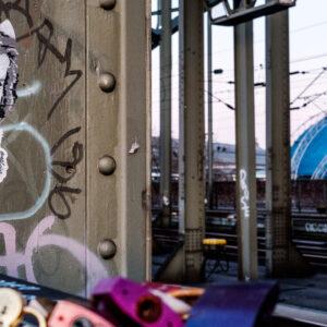 Kunst Fotografie Köln Hohenzollernbrücke Eisenbahn und Graffitti